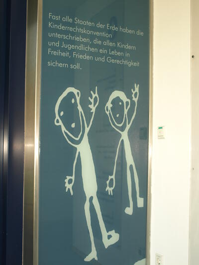Multilingual declaration of children's rights on the walls of the Ulm clinic.